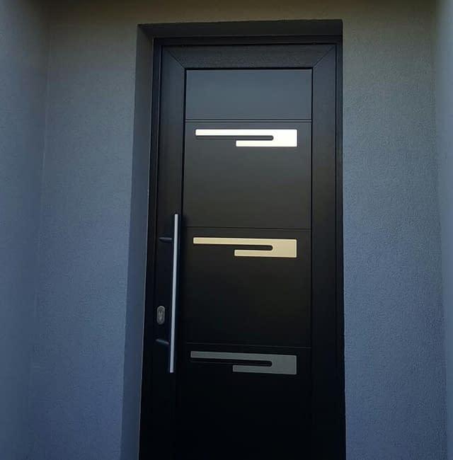Pose de porte d'entrée à Labourse