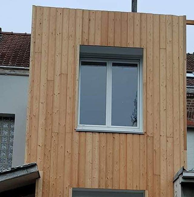 ITE en bardage de bois mélèze à Lille